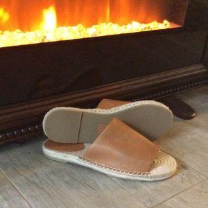 NWOT Frye Women's Slides Sandals